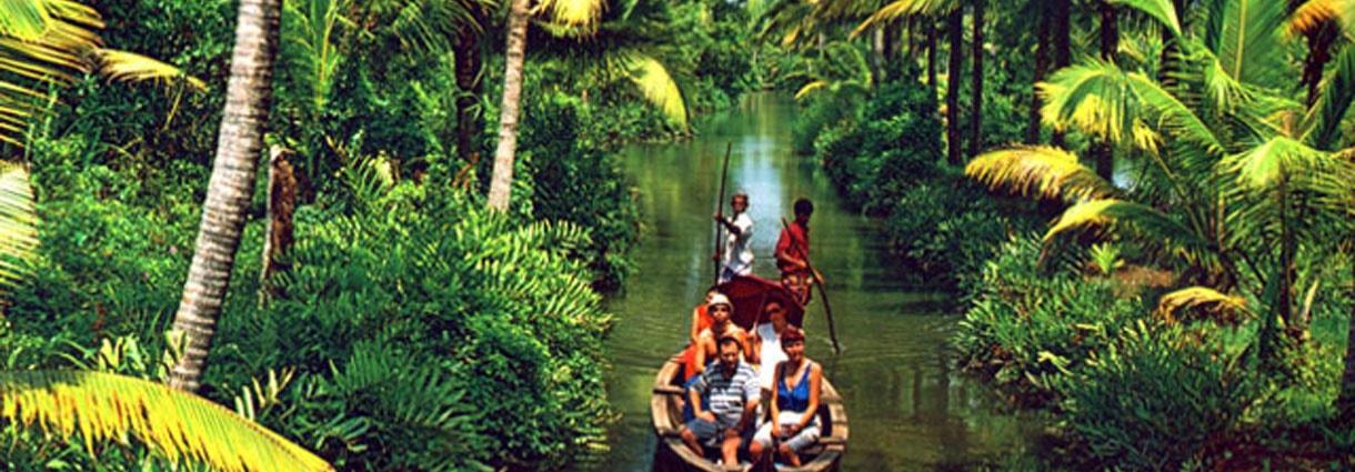 5Nts Munnar Thekkady  Kumarakom Houseboat